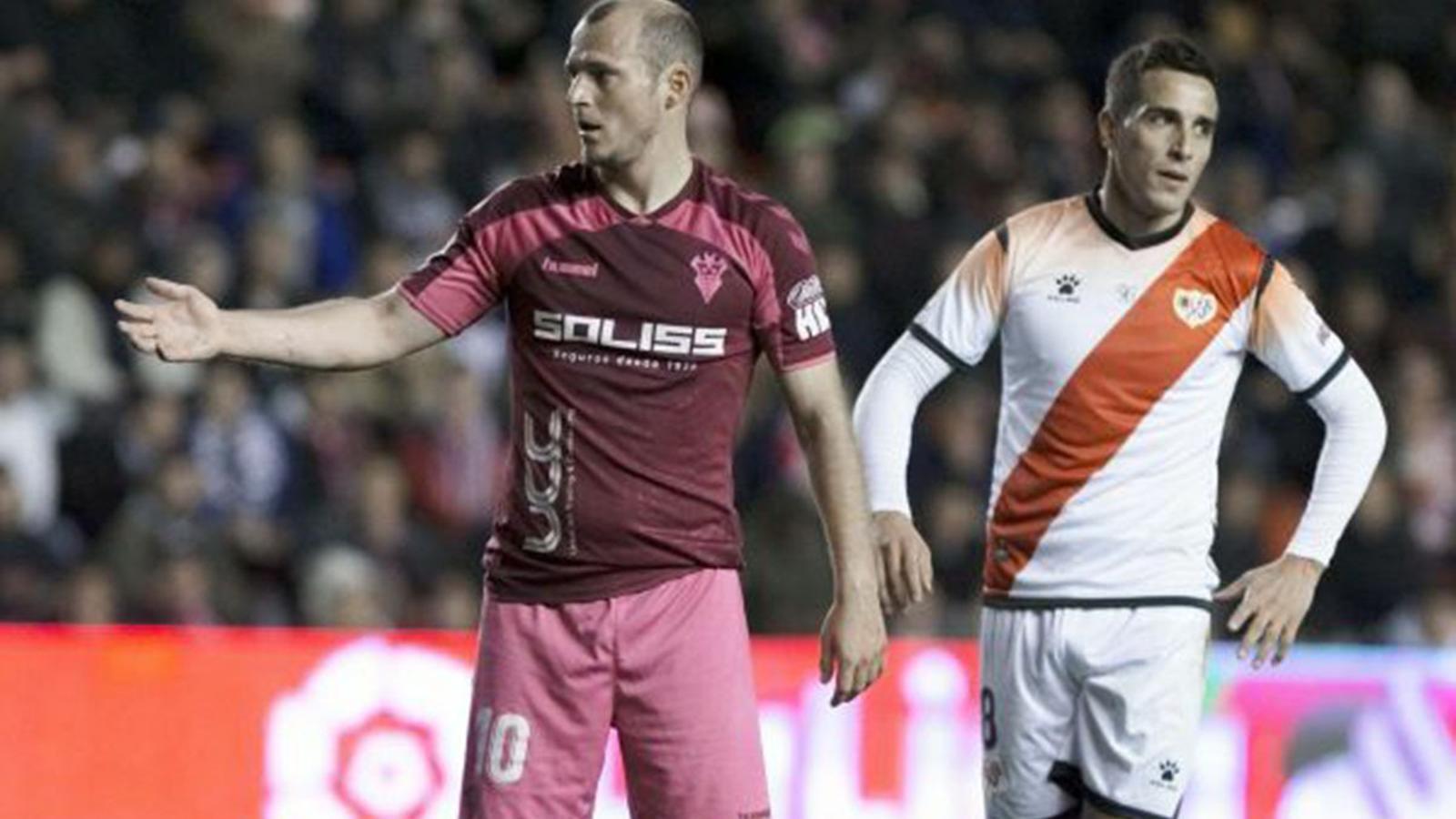 """Se suspèn el Rayo-Albacete després que part de l'afició digués """"puto nazi"""" al visitant Zozulya"""