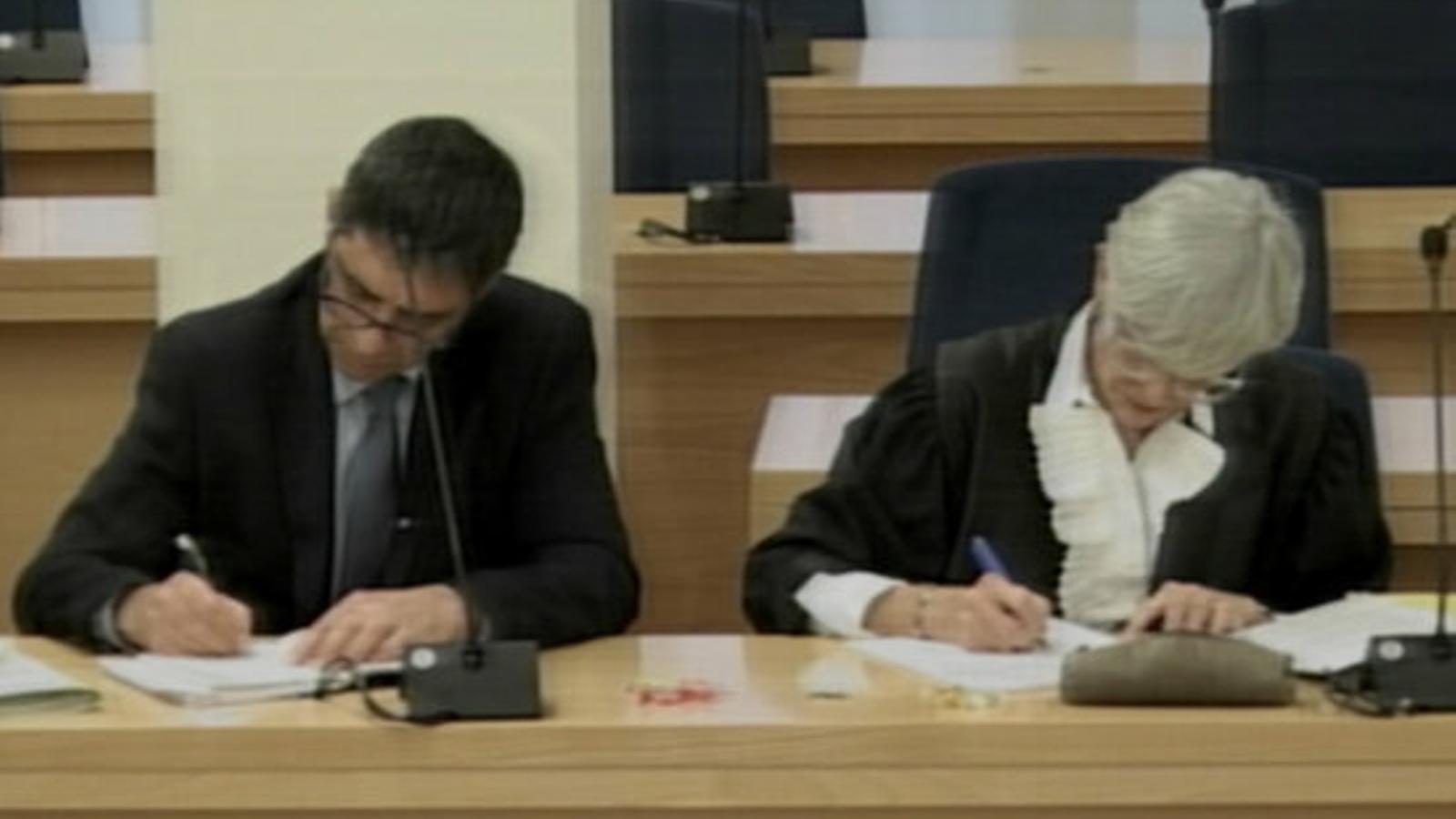 Josep Lluís Trapero i la seva advocada, Olga Tubau, al judici