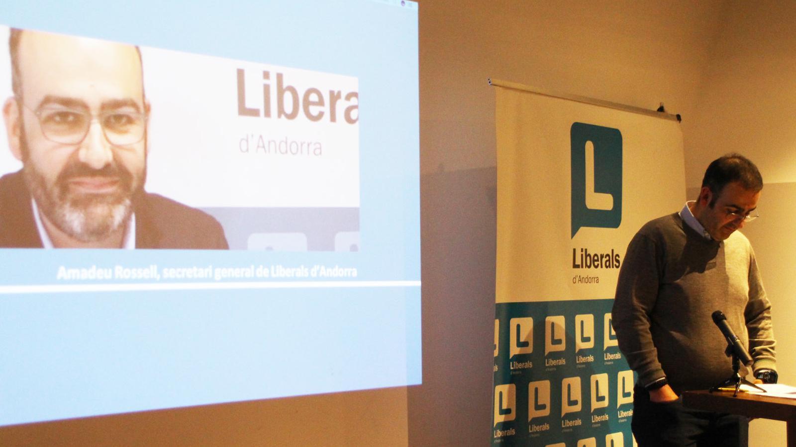El secretari general de Liberals d'Andorra, Amadeu Rossell, durant el congrés extraordinari liberal d'aquest dimarts. / E. J. M.