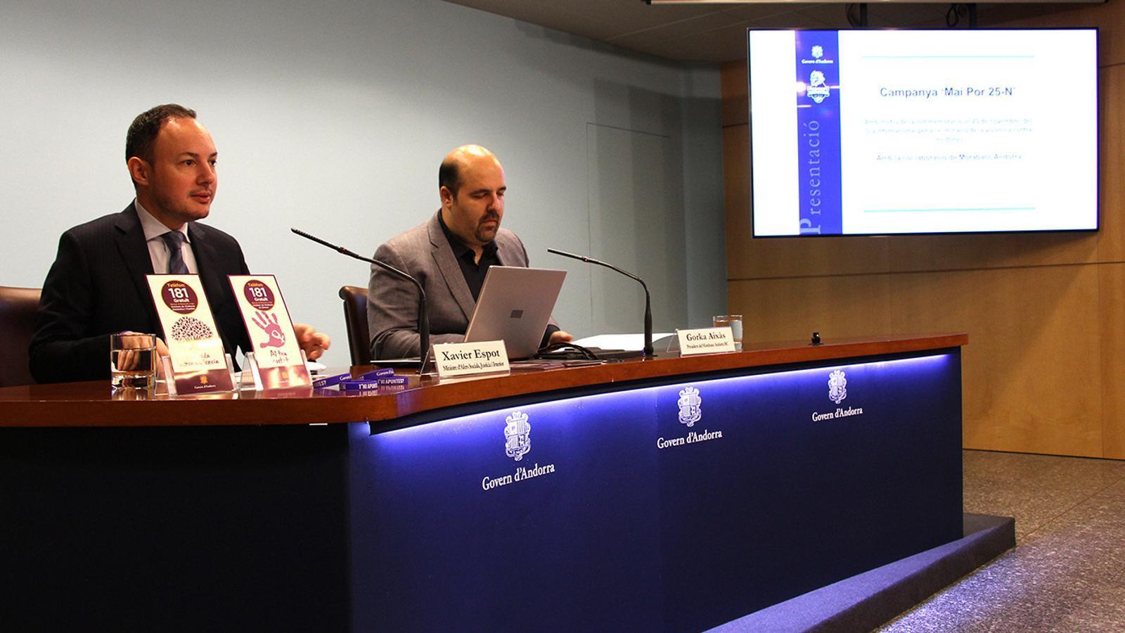 El ministre d'Afers Socials, Justícia i Interior, Xavier Espot, i el president del BC MoraBanc Andorra, Gorka Aixàs, en la presentació de la campanya. / M. F. (ANA)