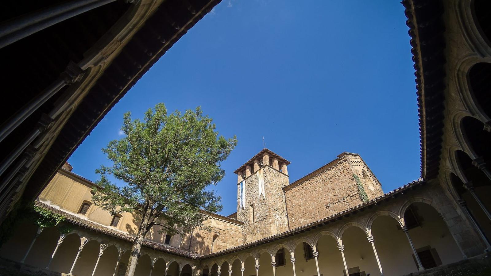 L'impressionant claustre del monestir de Sant Joan de les Abadesses.