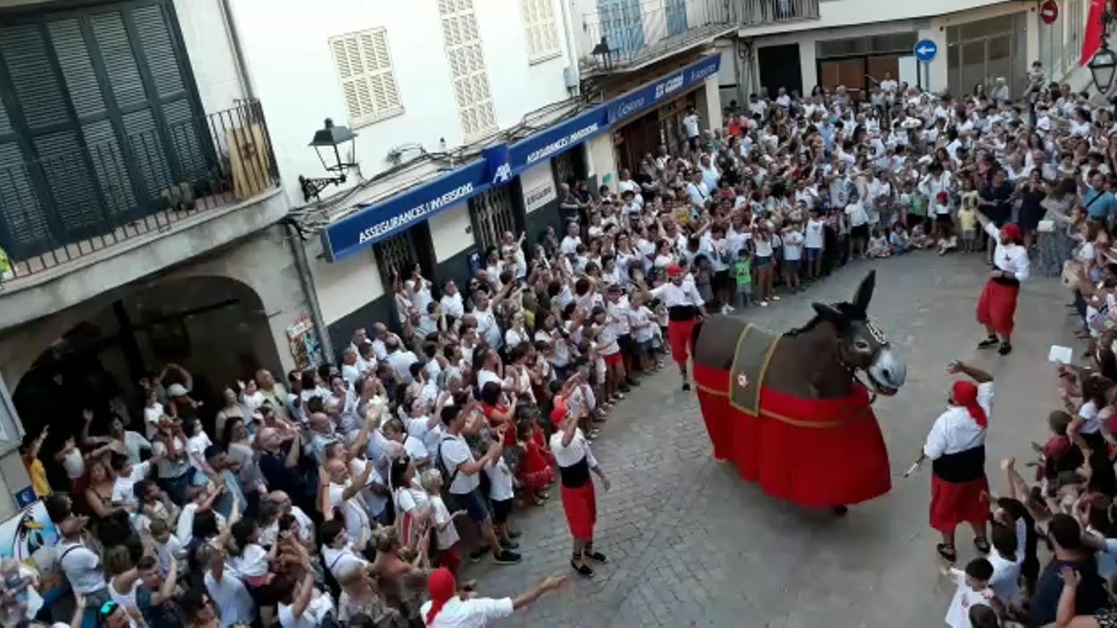 Manacor dona la benvinguda a Sant Jaume amb els balls de la Mulassa