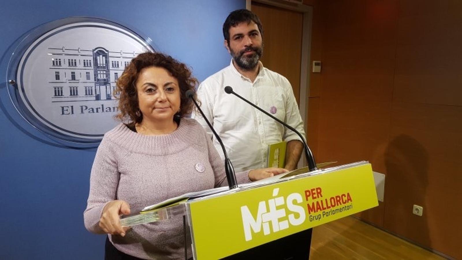 Joana Aina Campomar i Josep Ferrà durant una roda de premsa