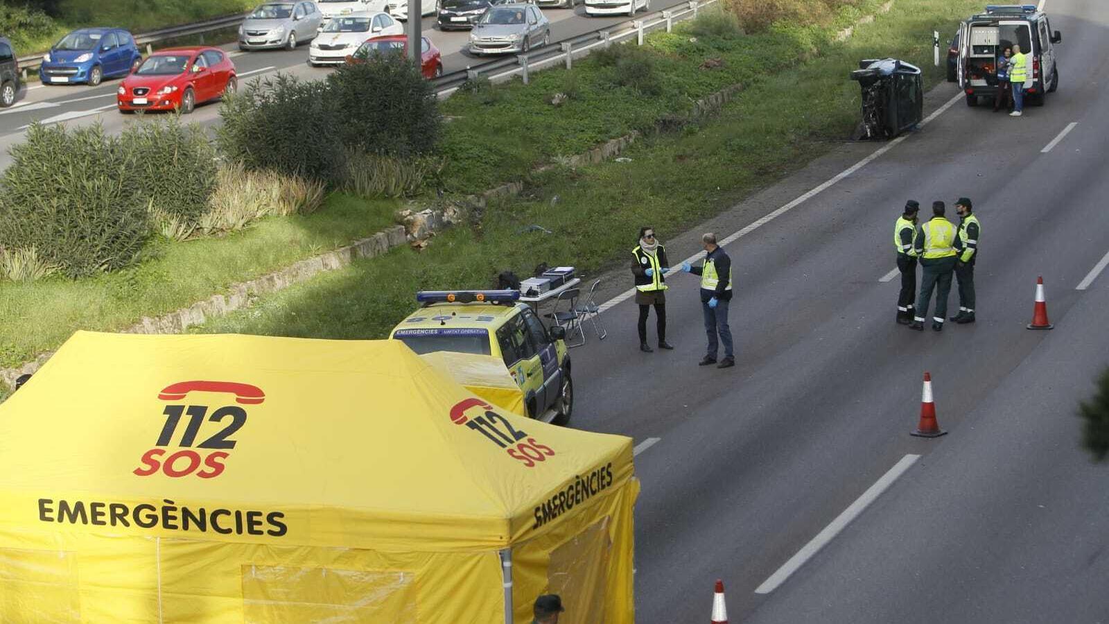 Una dona se suïcida a l'autopista de Llucmajor i provoca un greu accident i grans retencions de tràfic