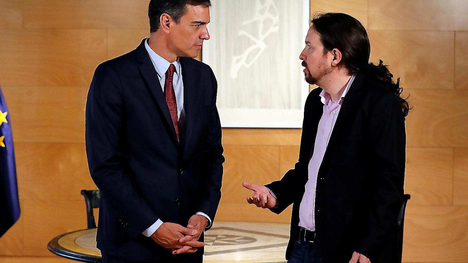 01. Sánchez i Iglesias, abans de la reunió 02. Casado, després de la trobada.