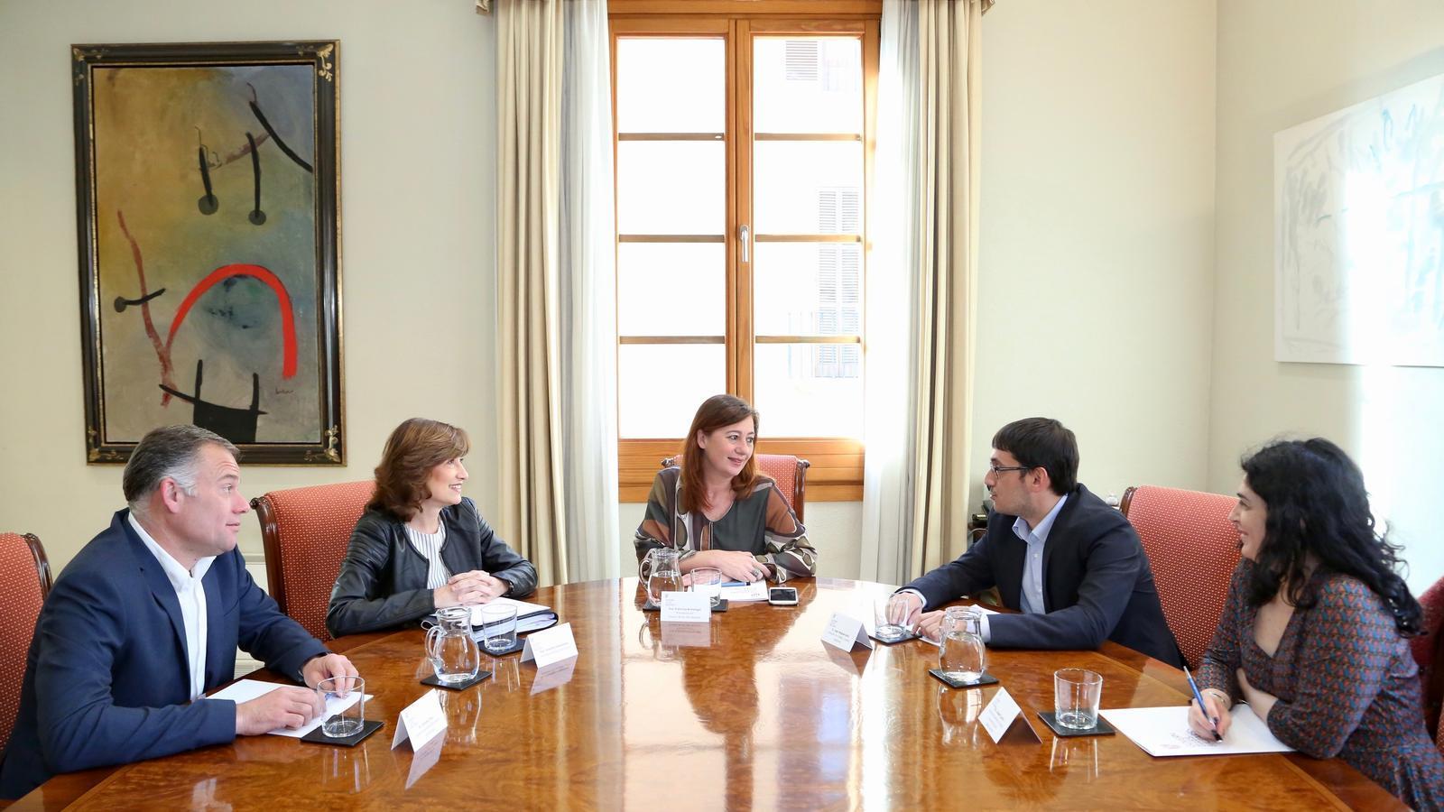 Imatge de la trobada amb la secretària d'Estat d'Ocupació, Yolanda Valdeolivas.