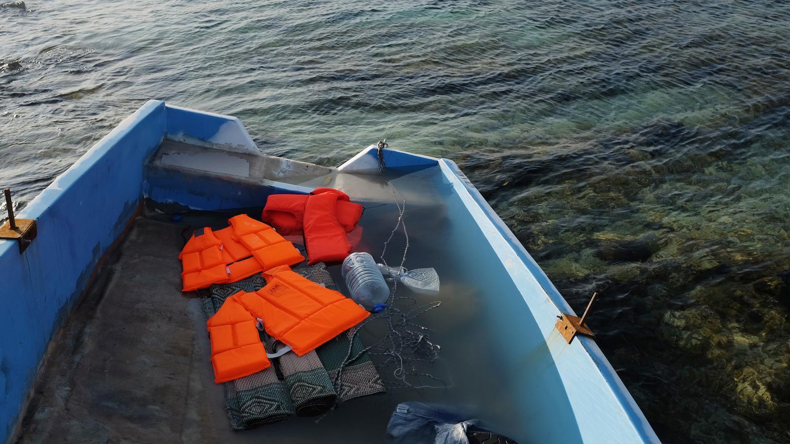 Arribaren prop de 60 persones en pastera des d'Algèria./ DAVID ARQUIMBAU