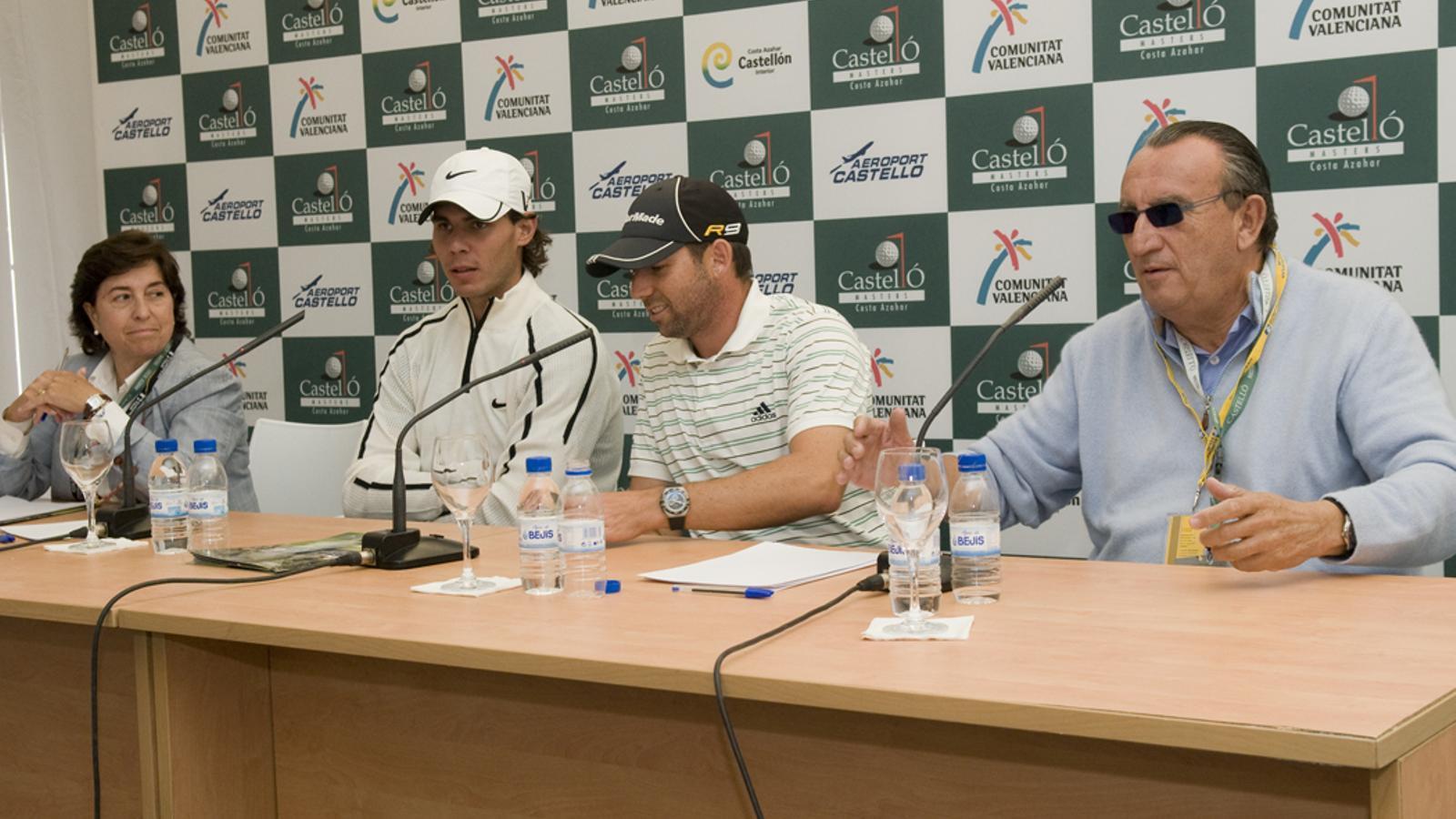 El llavors president de la Diputació de Castelló, Carlos Fabra, junt al golfista Sergio García i el tenista Rafa Nadal en la presentació del torneig Golf Costa Azahar de 2009.