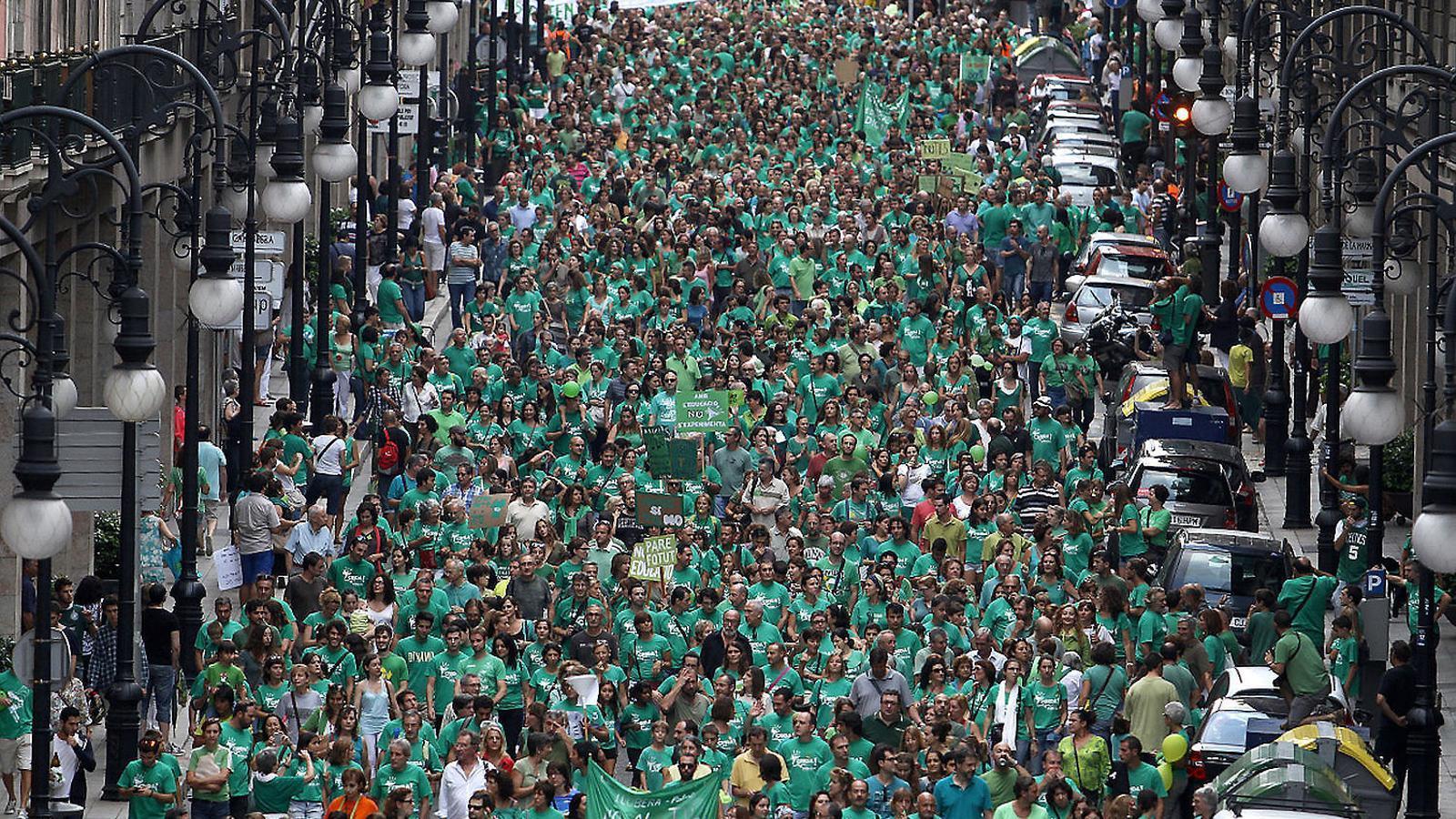 REACCIÓ HISTÒRICA  Més de 100.000 persones es manifestaren les Illes Balears contra el TIL, l'alternativa de Bauzá   A la lliure elecció de llengua que Rajoy vol per a Catalunya.