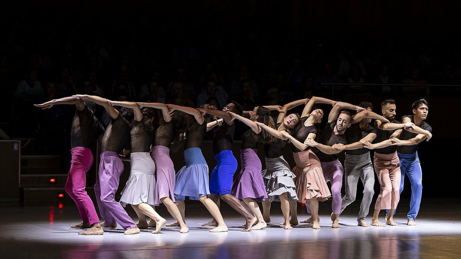 Tretze ballarins interpreten el Rèquiem de Mozart vist per Rovira.