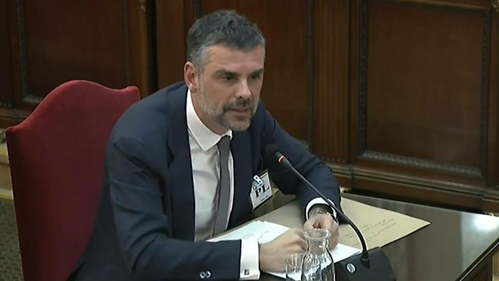 """Santi Vila: """"La llei de transitorietat no l'hauria assumit ni un alumne de primer de dret"""""""