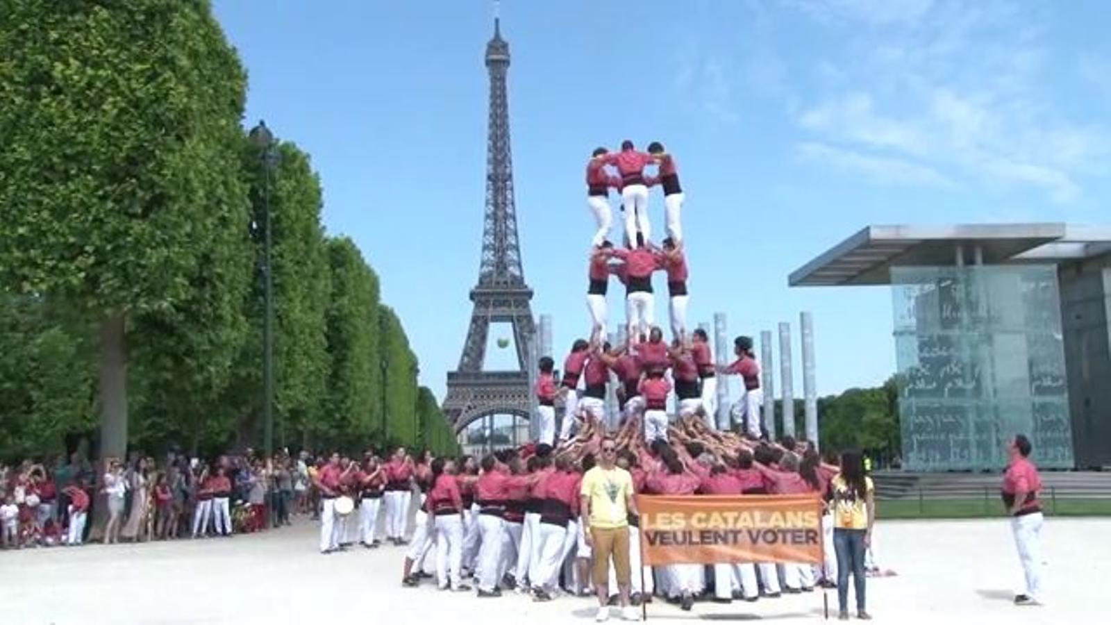 El 4 de 8 a París de la Colla Vella dels Xiquets de Valls