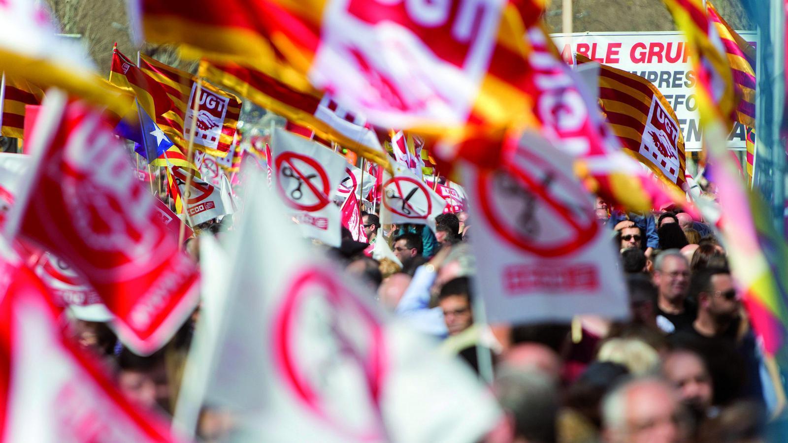 Els sindicats apressen Rajoy a negociar per evitar la vaga general