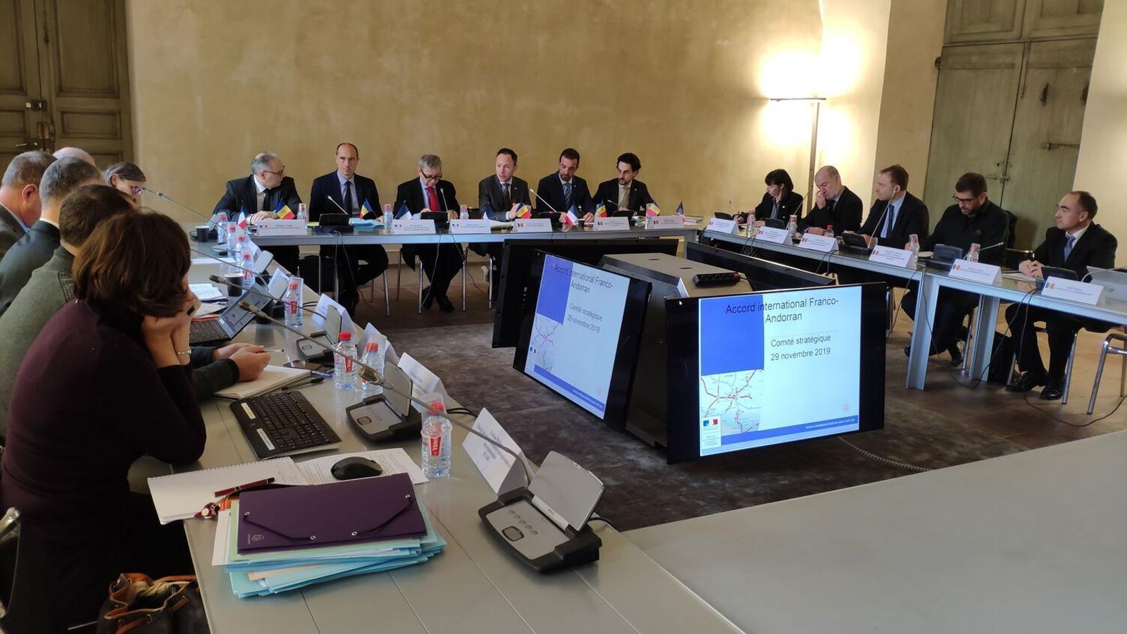 Moment d'una reunió del Copil entre representants de França i Andorra el 2019