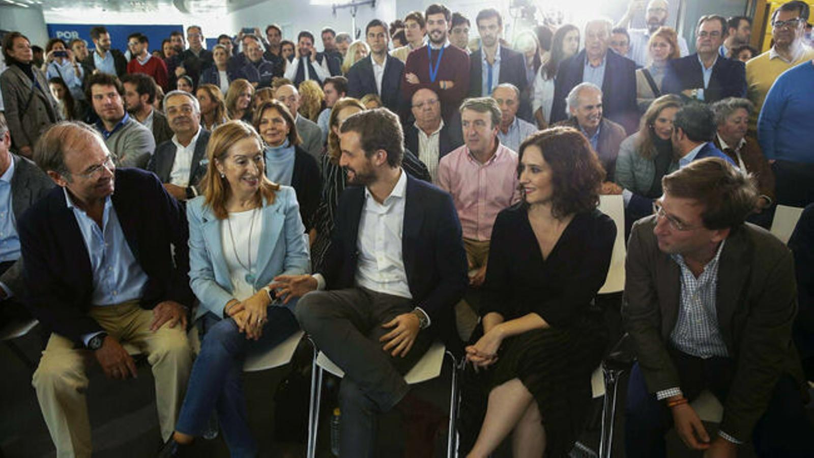 Casado recupera la línia dura tot i el flirteig amb els moderats del PP