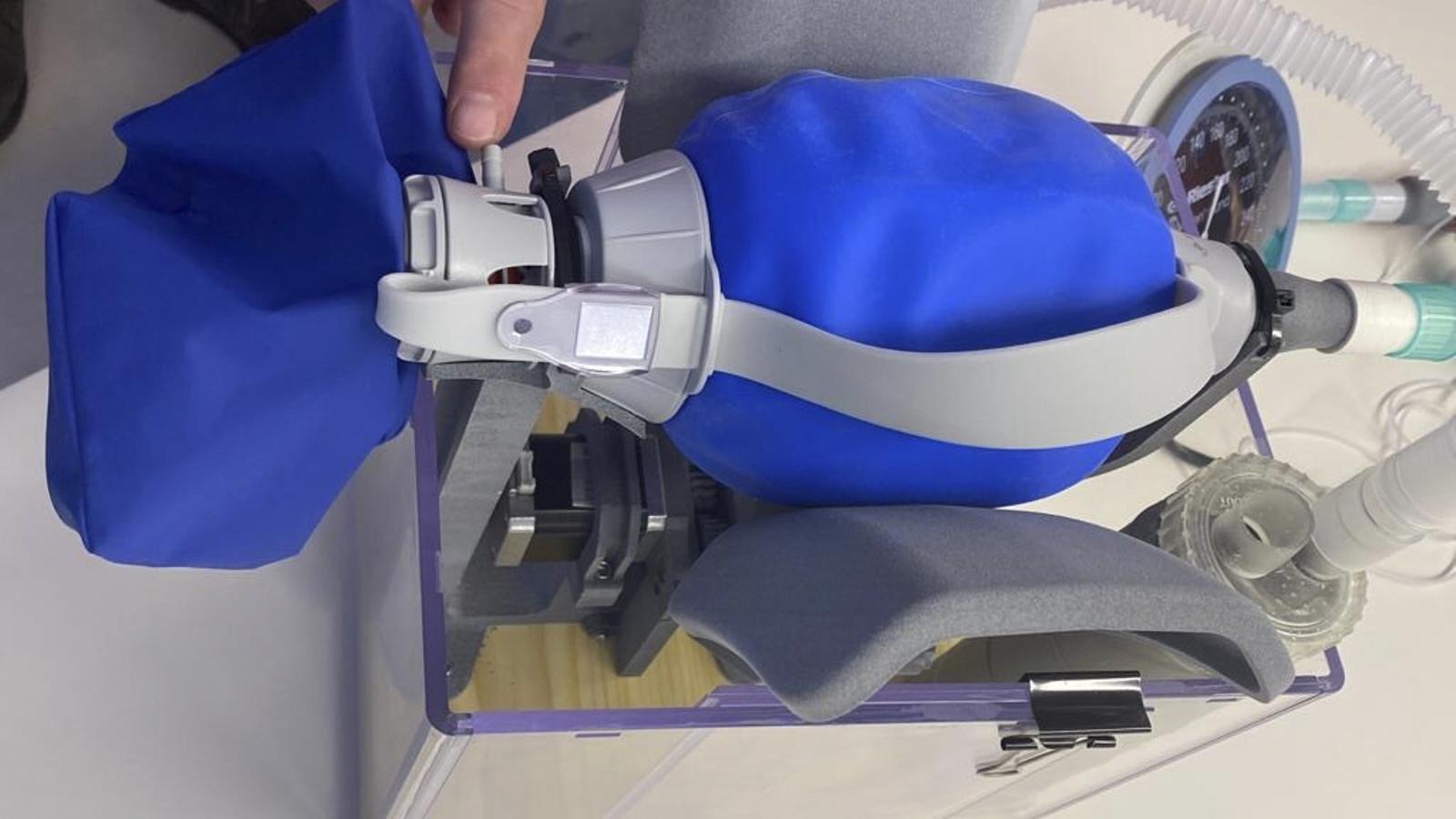 El respirador de campanya dissenyat pel Consorci de la Zona Franca / ARA