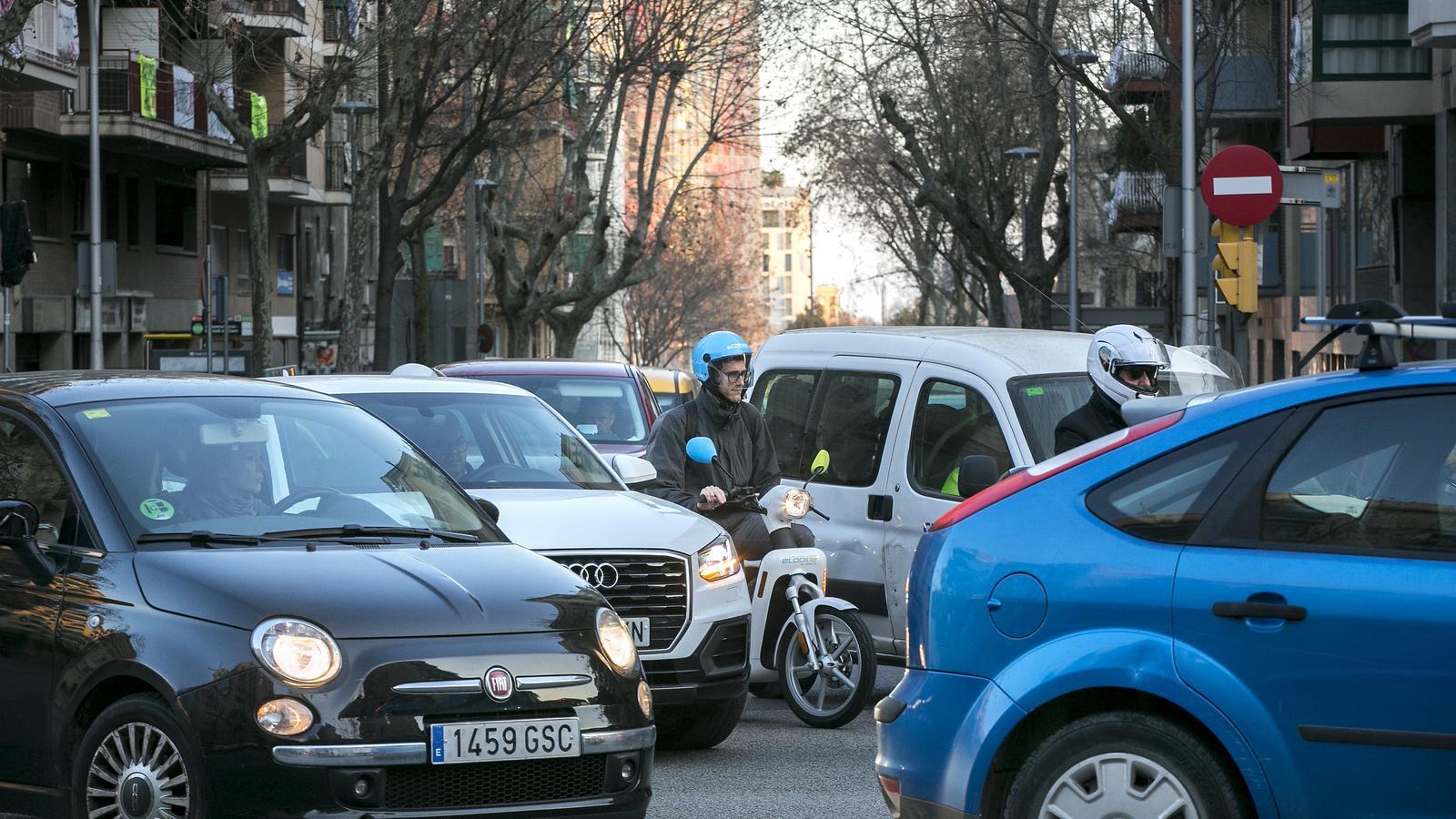 El vehicle compartit resta viatgers sobretot al transport públic