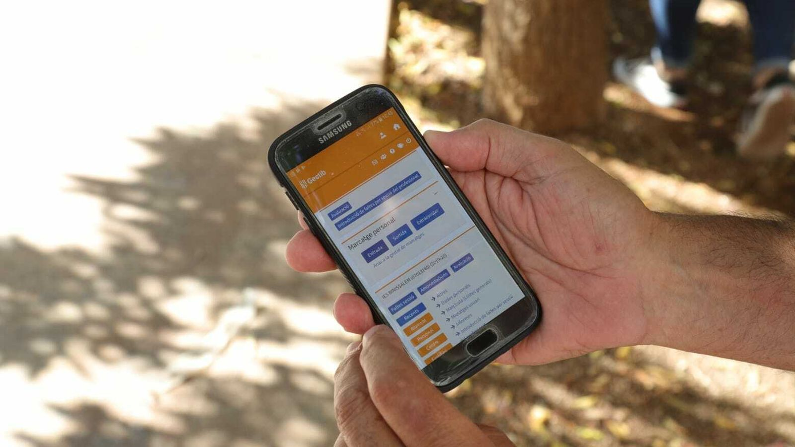El professorat pot fitxar utilitzant el seu mòbil