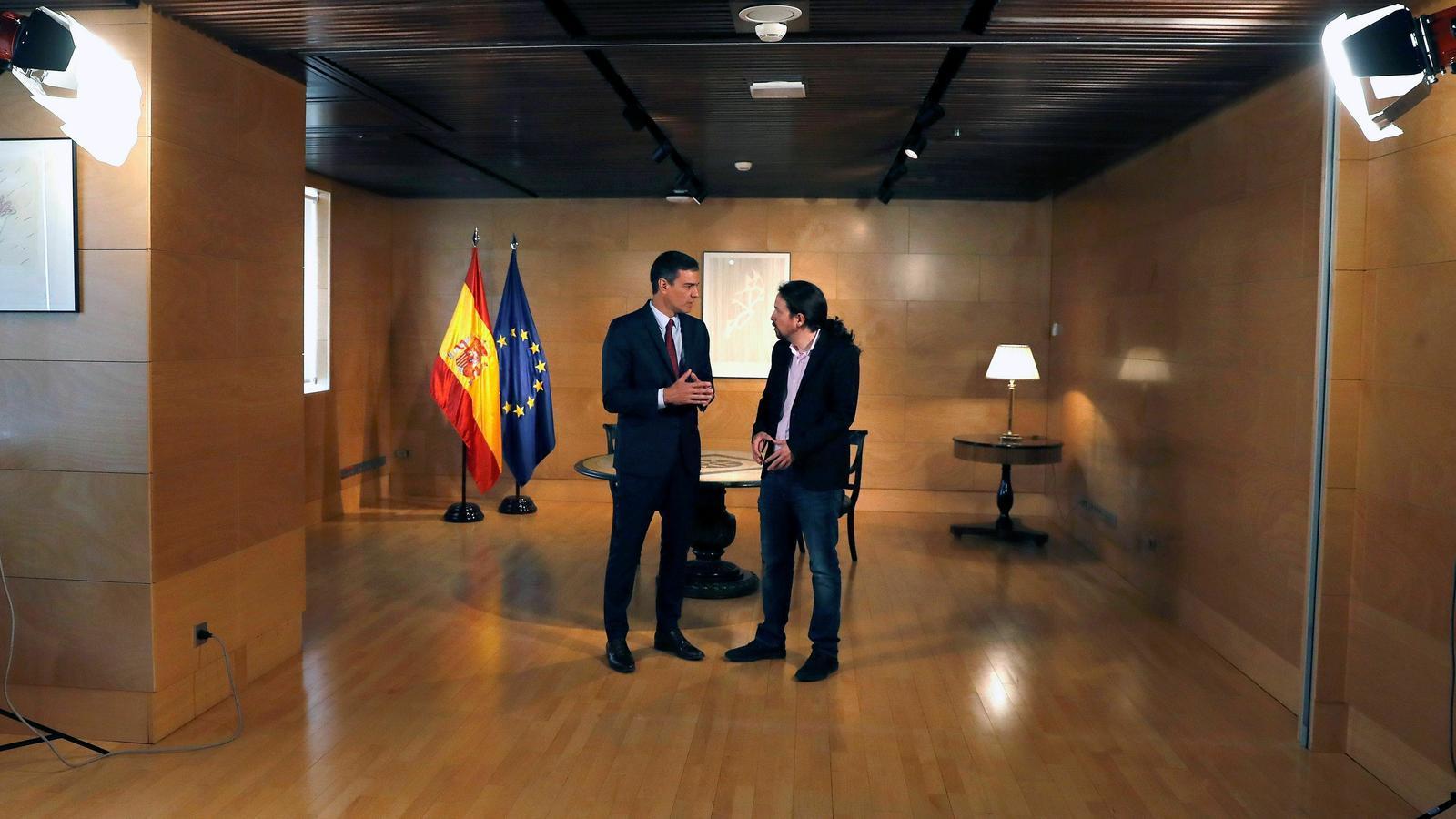 Sánchez i Iglesias xoquen per l'entrada del líder de Podem al govern / EFE
