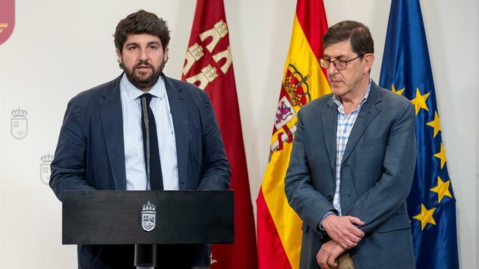 El president de Múrcia, Fernando López Miras, i el conseller de Salut, Manuel Villegas, en una imatge d'arxiu