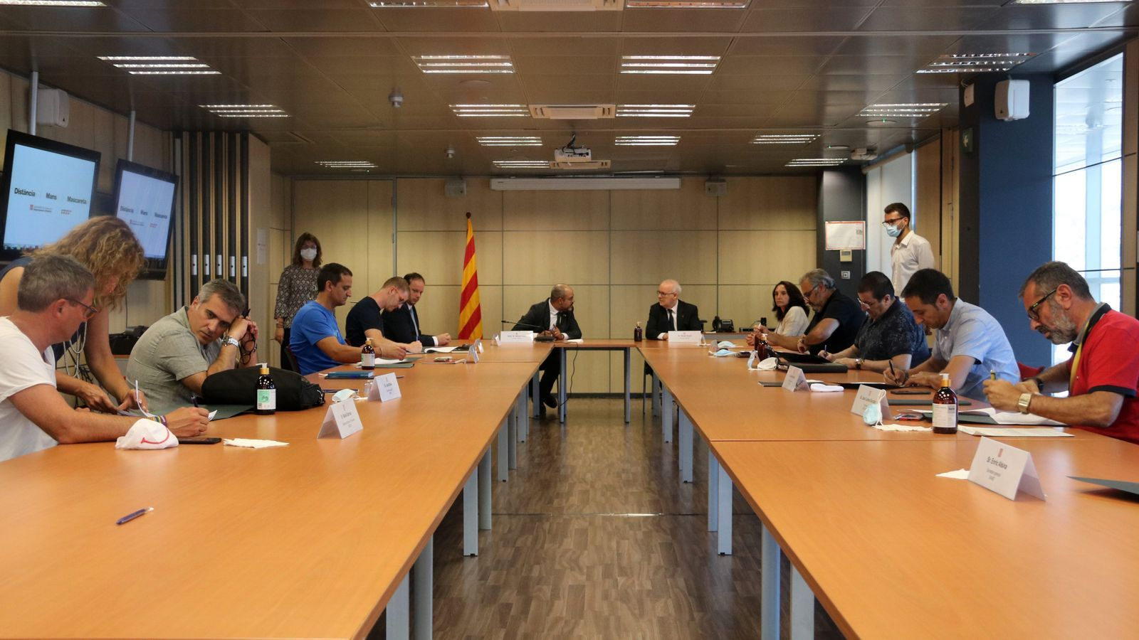 La signatura del nou conveni laboral dels Mossos per part dels sindicats i el departament d'Interior