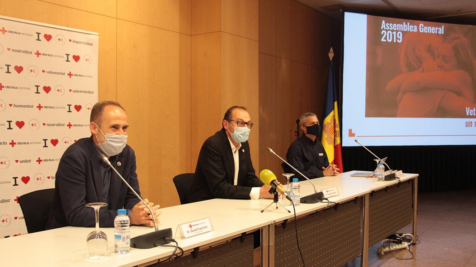El vicepresident, el president i el director general de la Creu Roja Andorrana, David Fraissinet, Josep Pol i Jordi Fernández, respectivament. / M. F. (ANA)