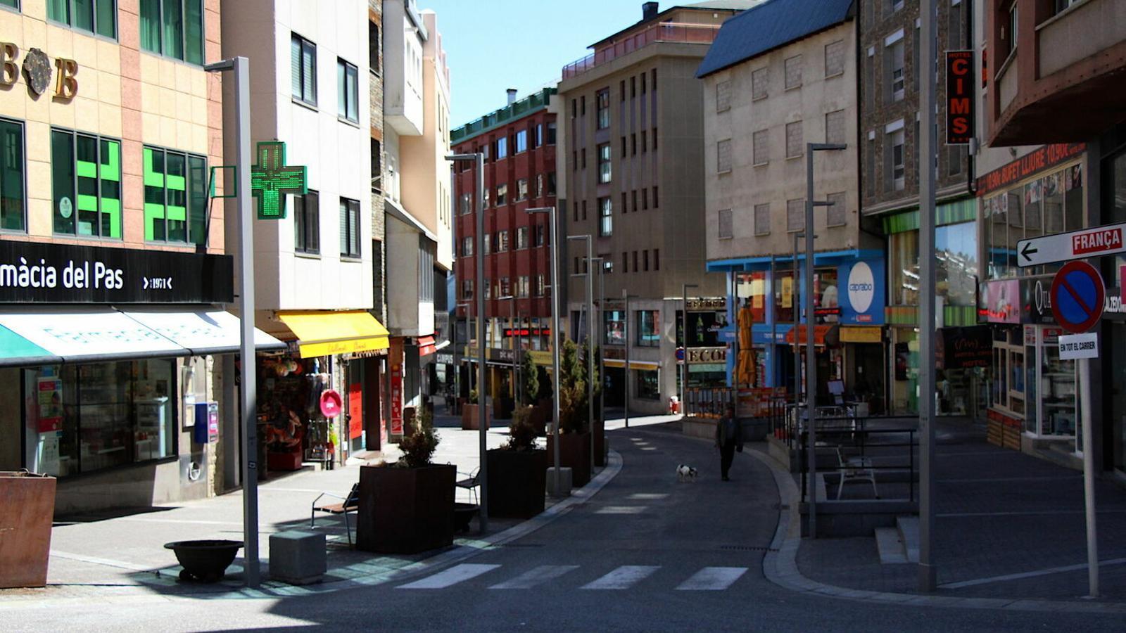 L'avinguda principal del Pas de la Casa, sense activitat. / C. G.