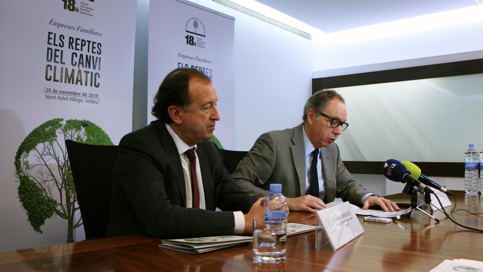 El president i el secretari general de l'EFA, Francesc Mora i Joan Tomàs, durant la presentació del 18è Fòrum. / M. P. (ANA)