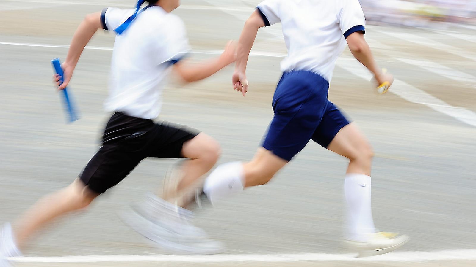 Joves nipons entrenant-se. Al Japó es creu que els càstigs corporals formen part de l'entrenament i la disciplina.