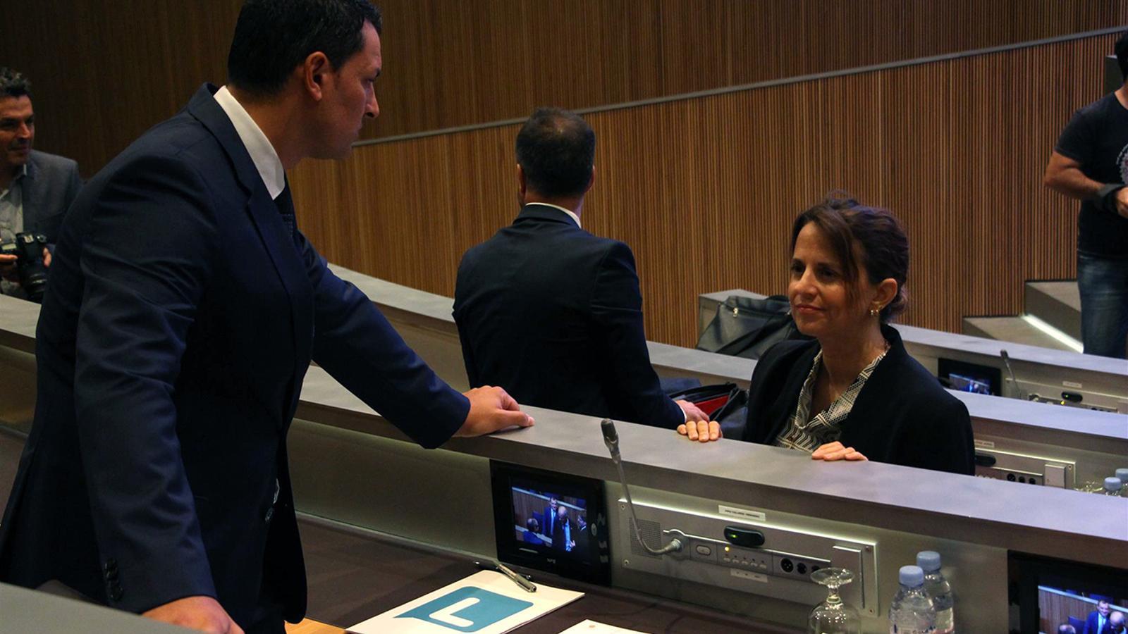 El president de Liberals d'Andorra, Jordi Gallardo, i la consellera general del PS, Rosa Gili, abans d'iniciar-se la segona sessió del debat d'orientació política. / M. M.
