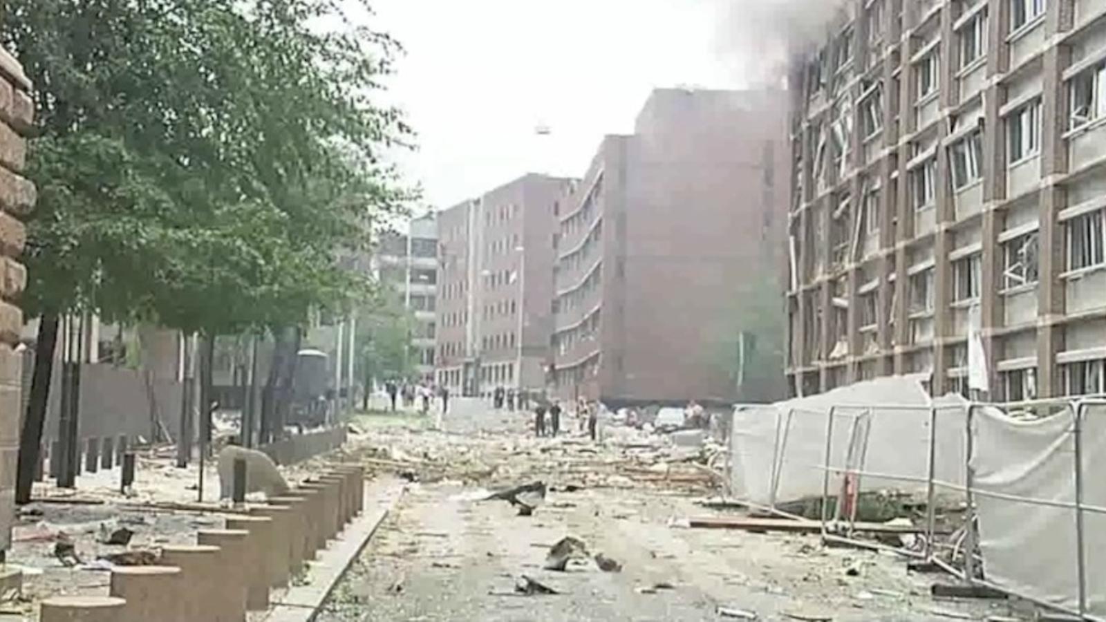 Destrosses i columna de fum a Oslo, després de l'atemptat