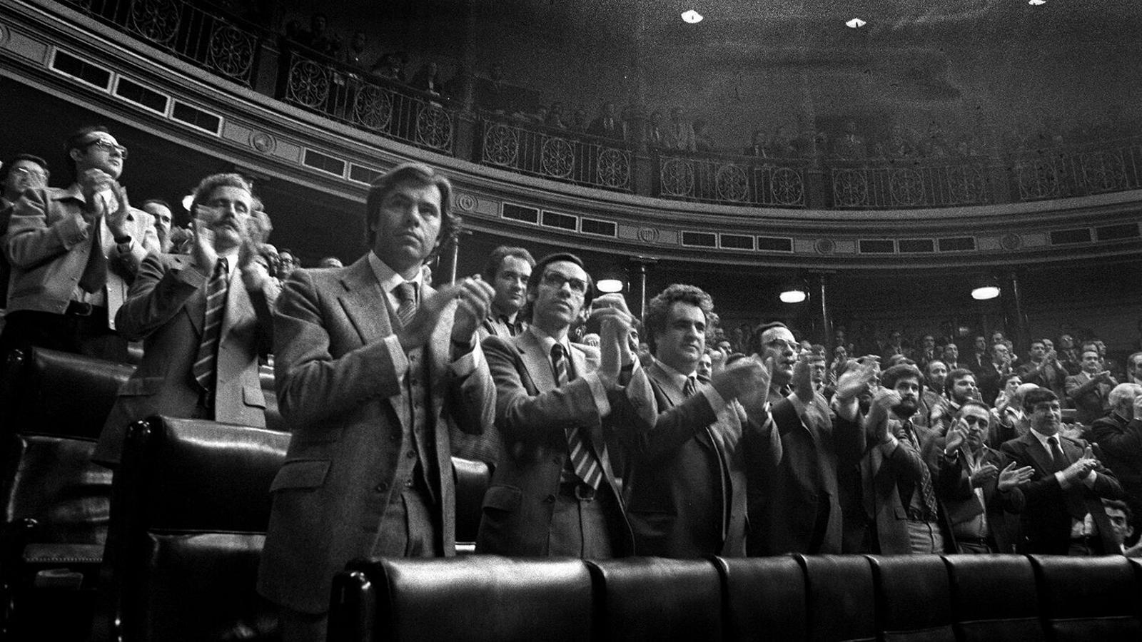 Aplaudiments dels diputats quan es va aprovar la llei d'Amnistia de 1977