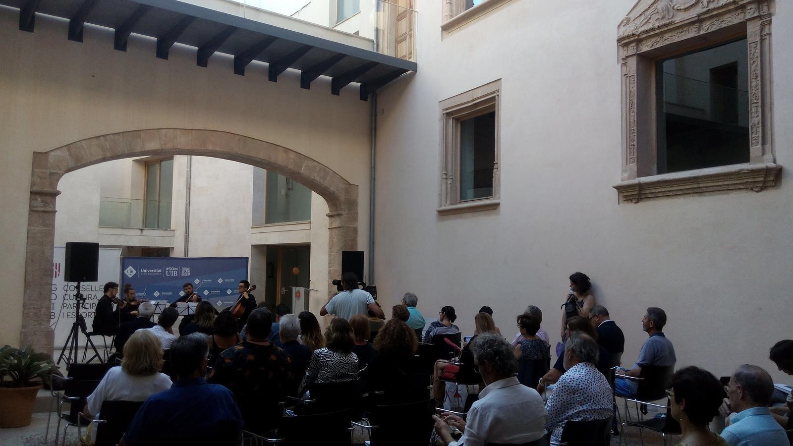 El concert de l'orquestra de la UIB ha donat cloenda a l'acte a Can n'Oleo./ M.J. RIBAS
