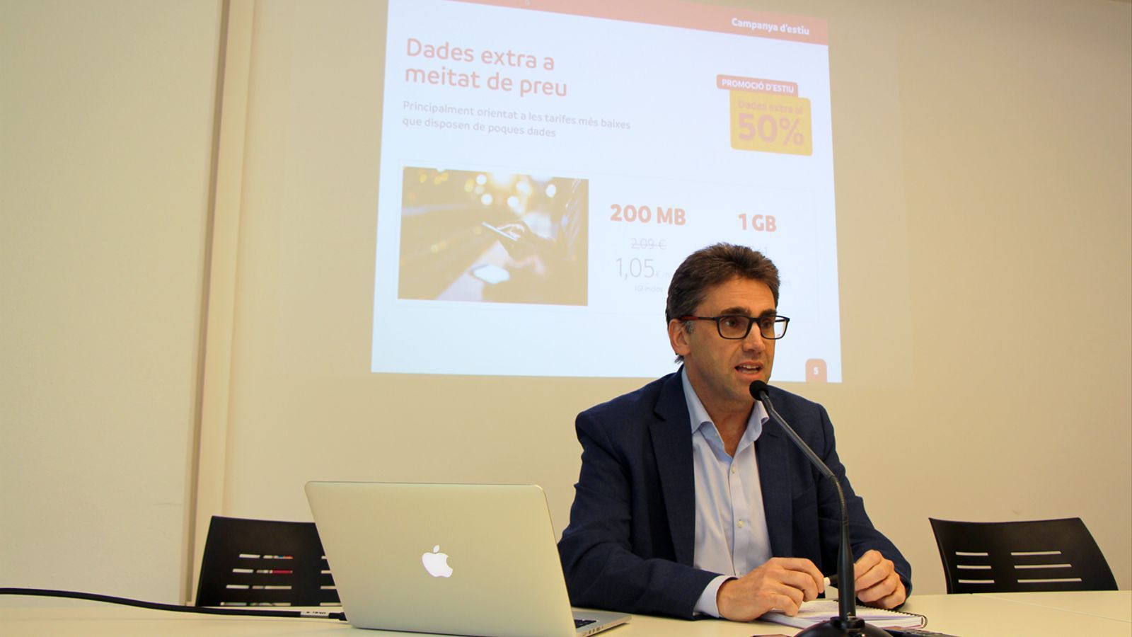 El portaveu d'Andorra Telecom, Carles Casadevall, presenta les novetats d'estiu de la companyia. / T. N. (ANA)