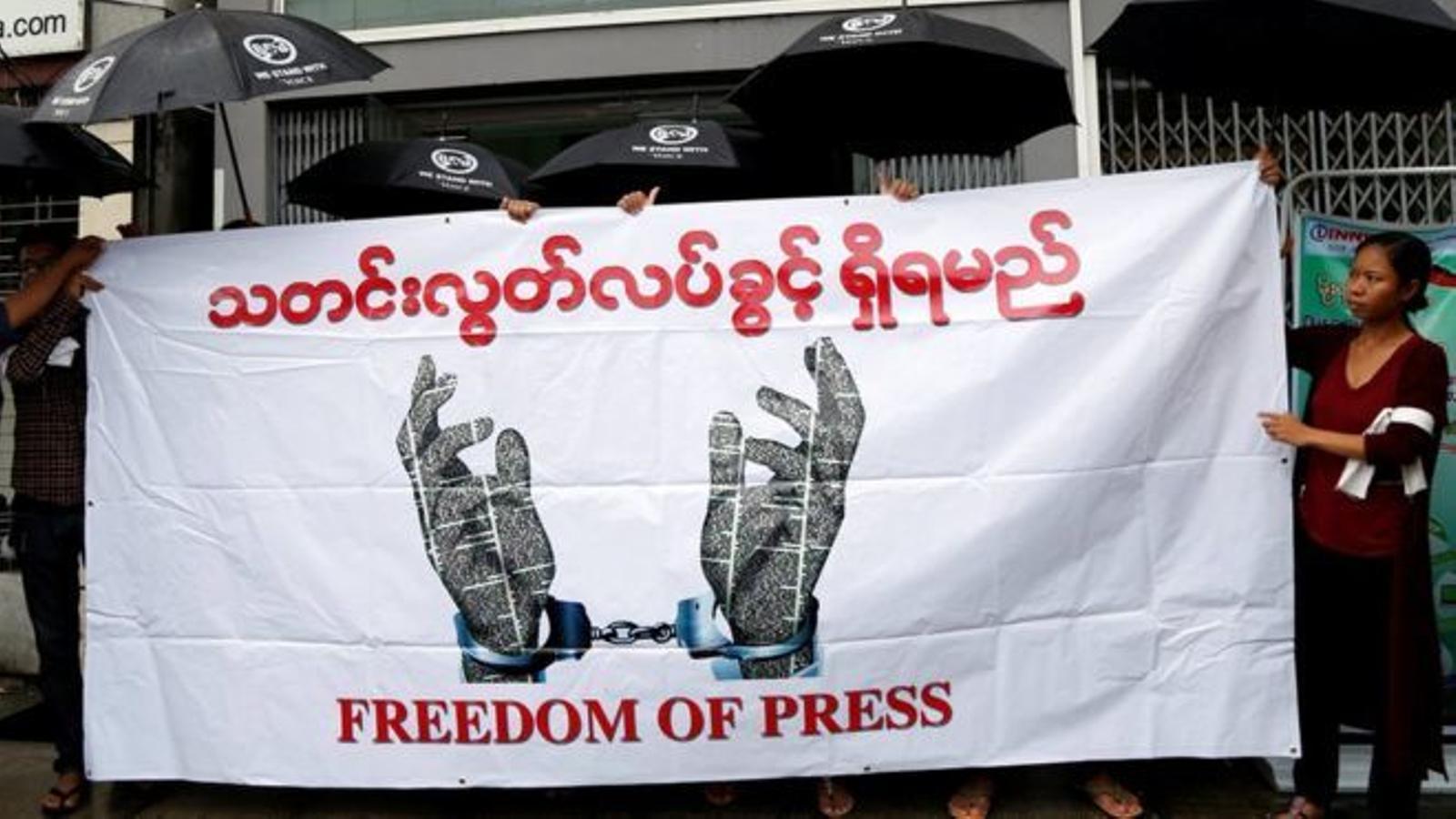 Periodistes de Birmània protestant per el control dels mitjans de comunicació per part del govern