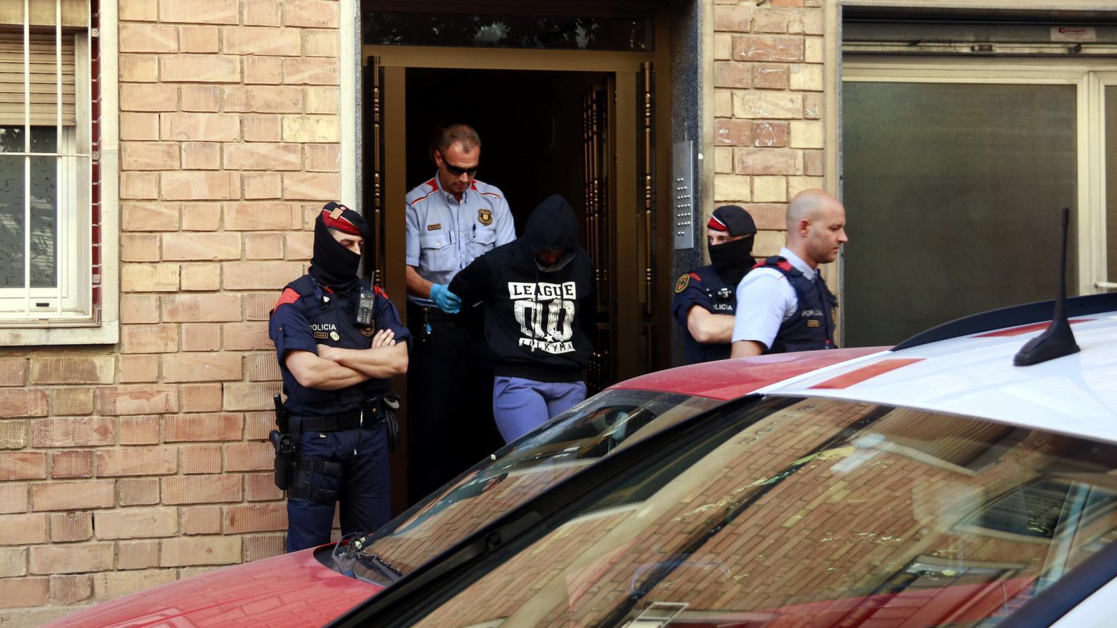 Una quinzena de detinguts en l'operatiu policial contra una banda juvenil de lladres