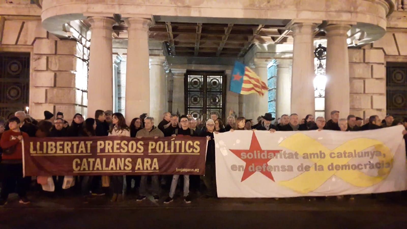 Centenars de persones es concentren a València per demanar la llibertat dels presos polítics