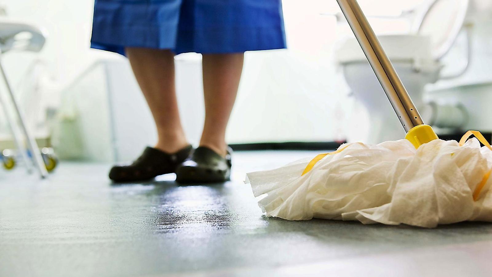 A tot el món hi ha 67 milions d'empleats de la llar, i el 90% no tenen alta a la Seguretat Social.