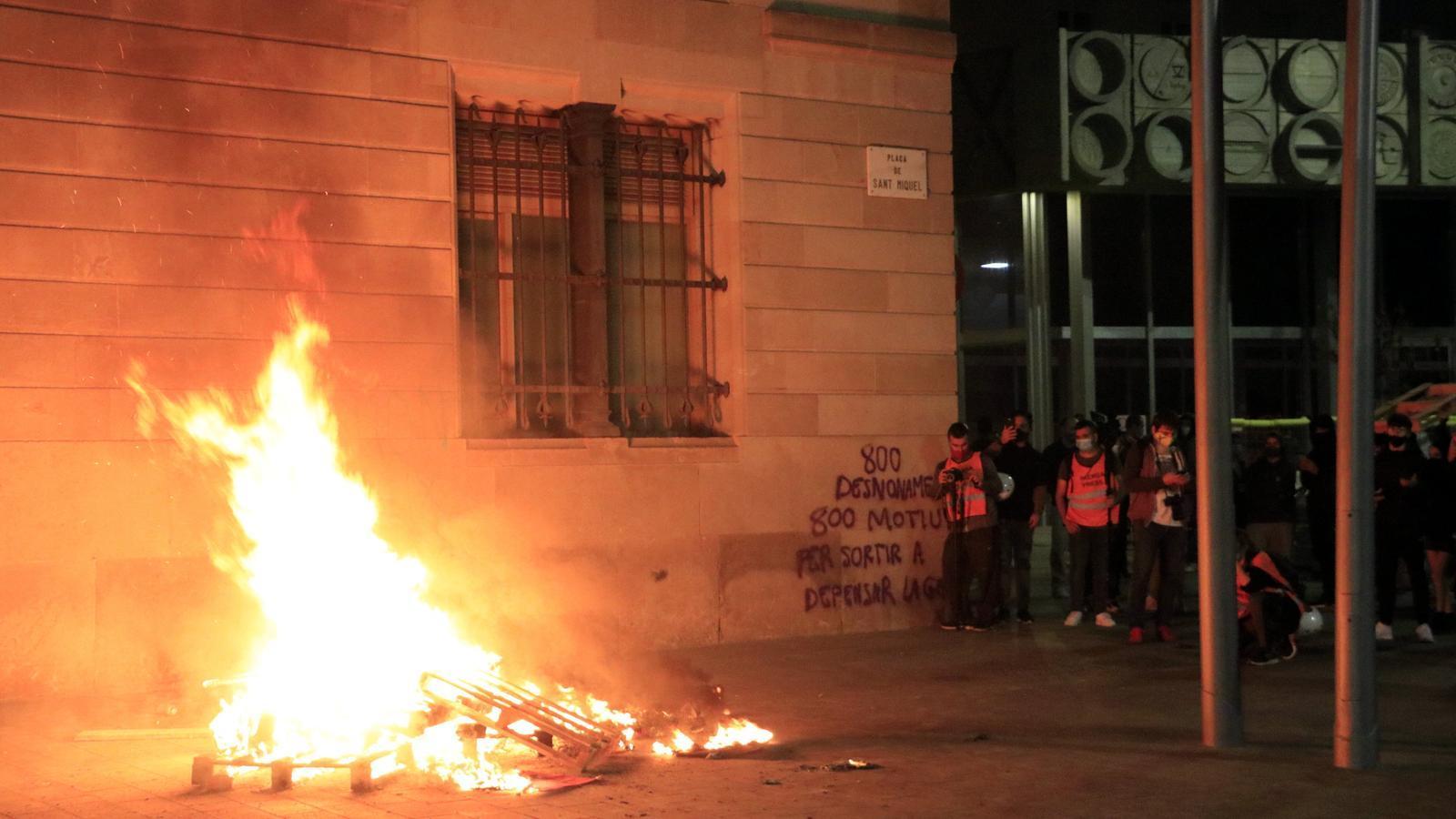 Alerta pels aldarulls en protestes anticovid en diferents ciutats de l'Estat