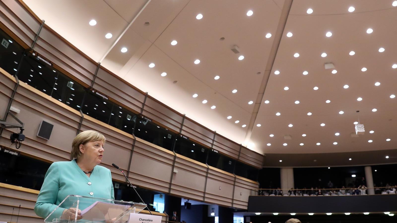 La cancellera alemanya, Angela Merkel, a l'Eurocambra.