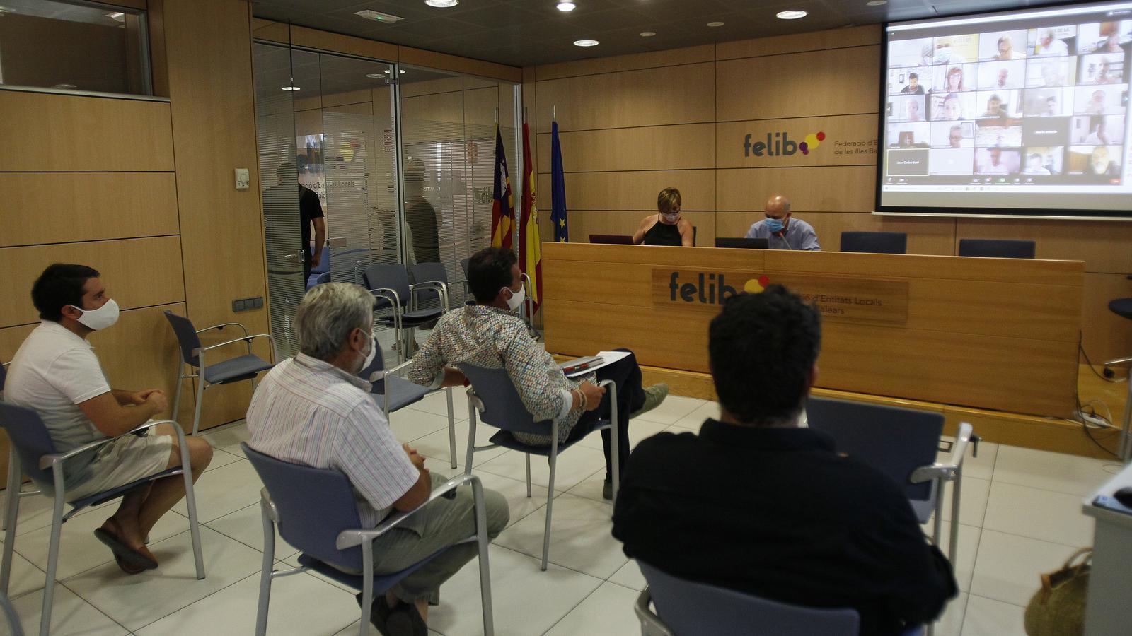 Imatge d'una reunió entre Felib i consistoris./ ISAAC BUJ
