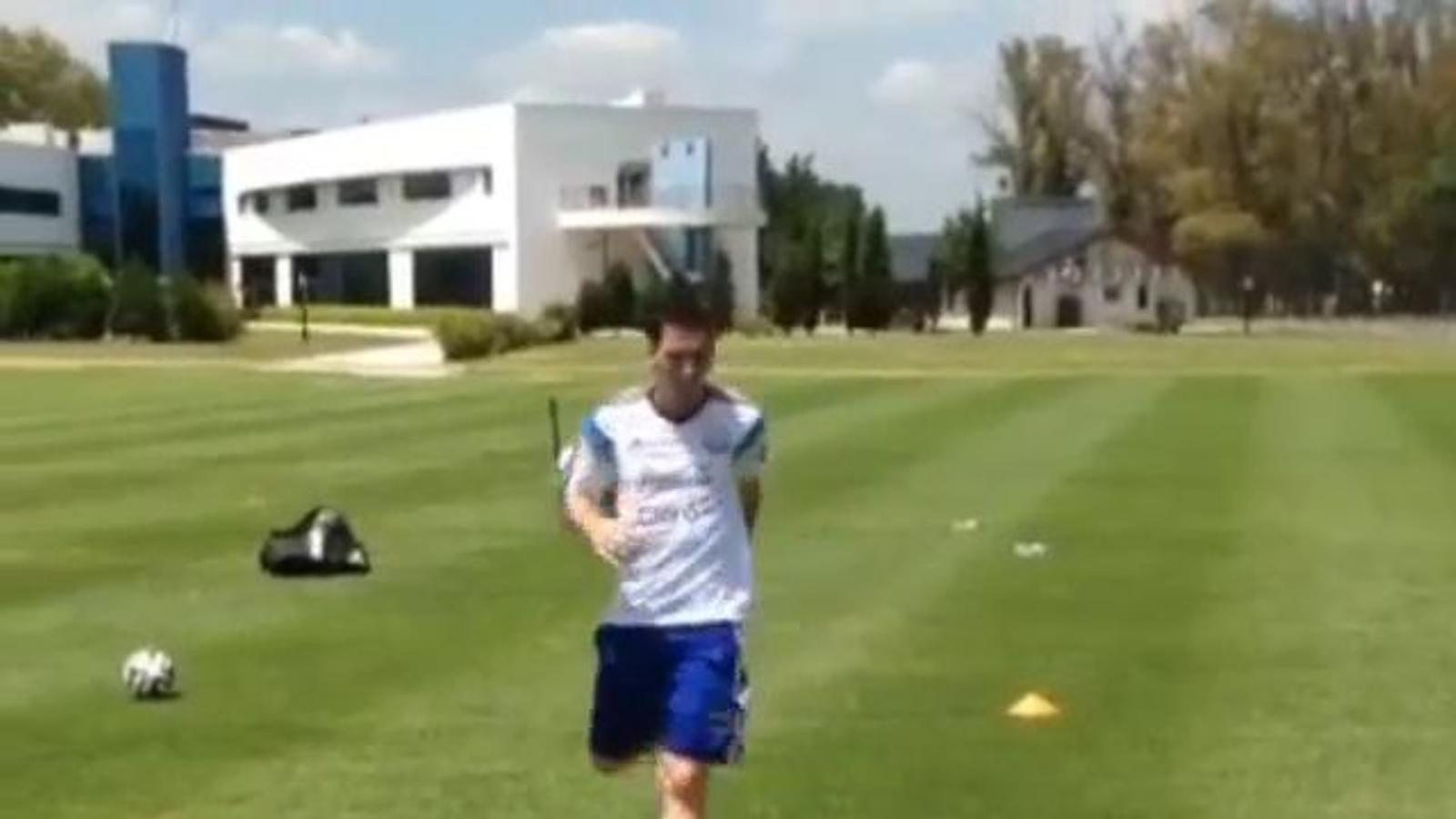 Leo Messi toca pilota en la seva recuperació a l'Argentina