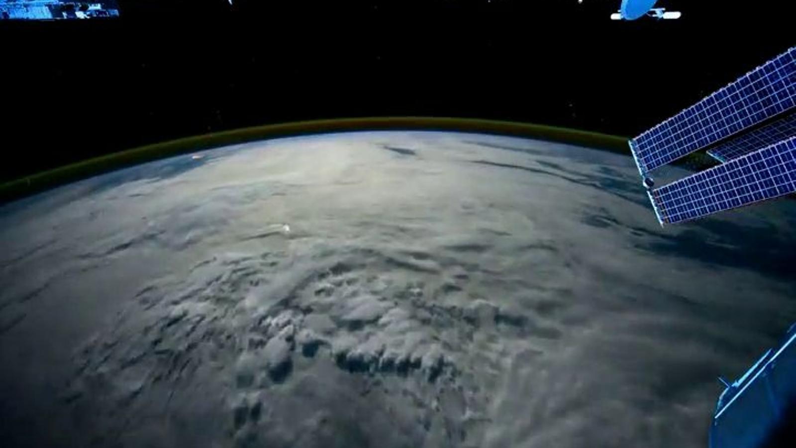 Què veuen els astronautes quan volen per damunt del planeta Terra?