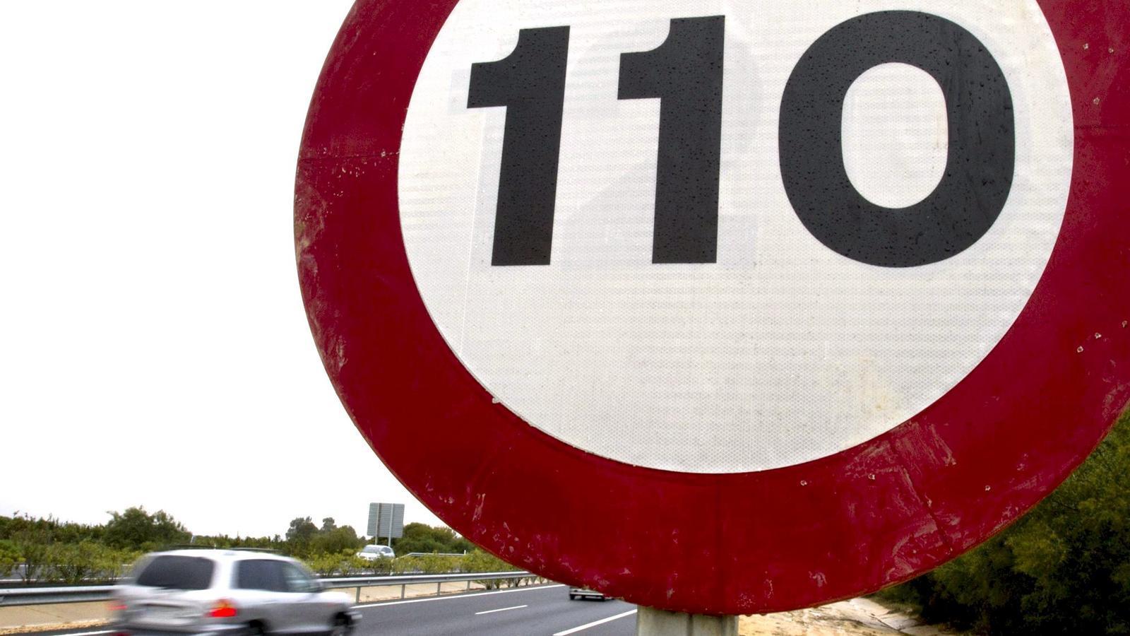 Un senyal que indica el nou límit de velocitat a 110 km/h / EFE
