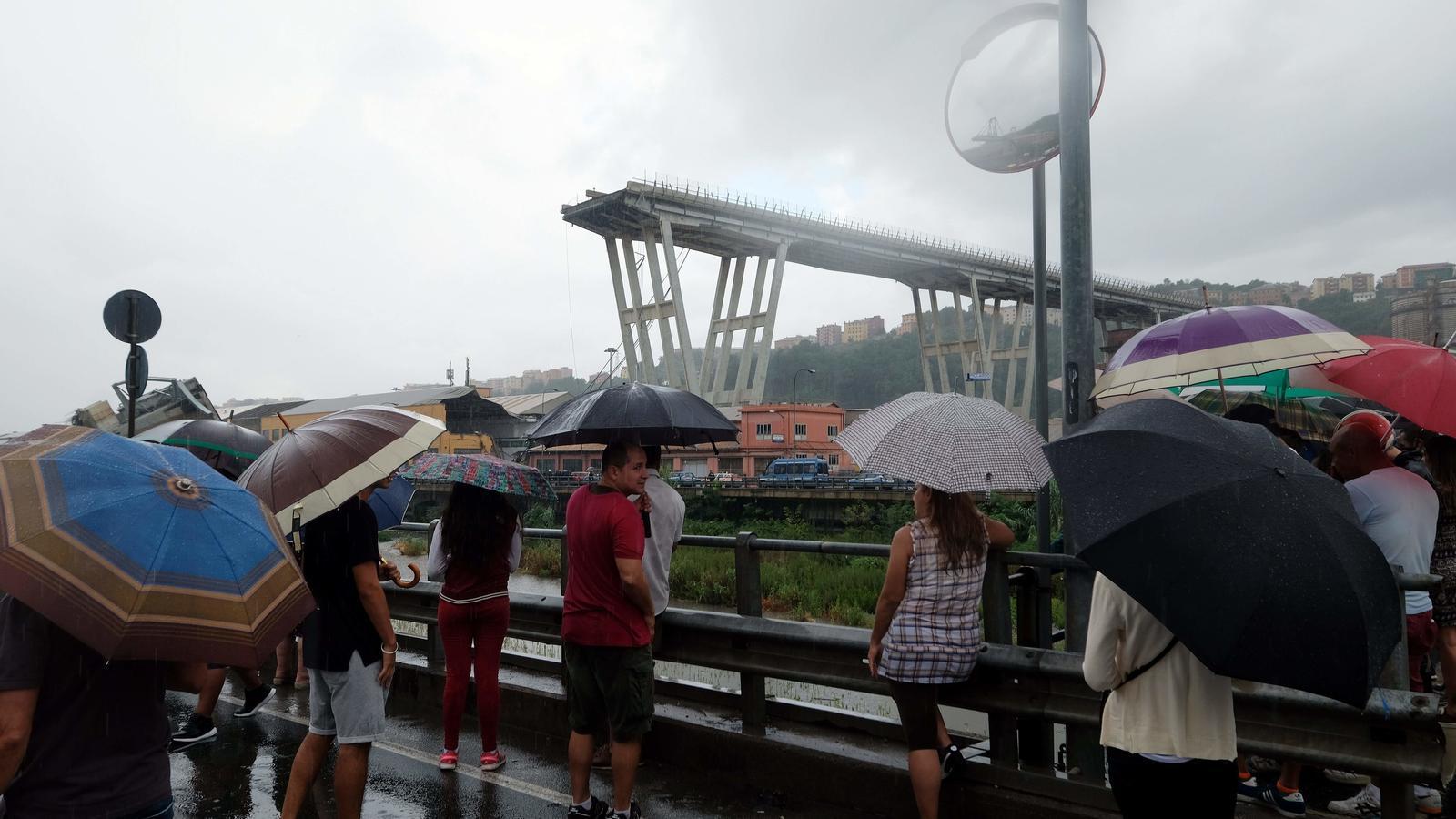 Tragèdia a Gènova en enfonsar-se un viaducte
