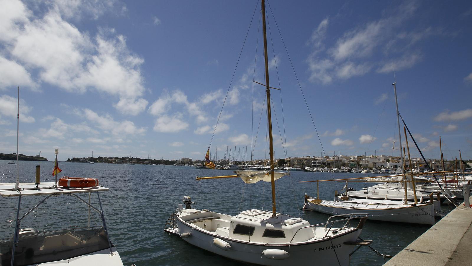 Barques en el port de Portocolom.