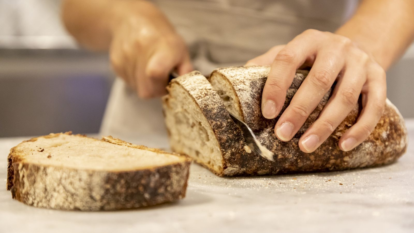 El pa fet a partir de restes de pa antic