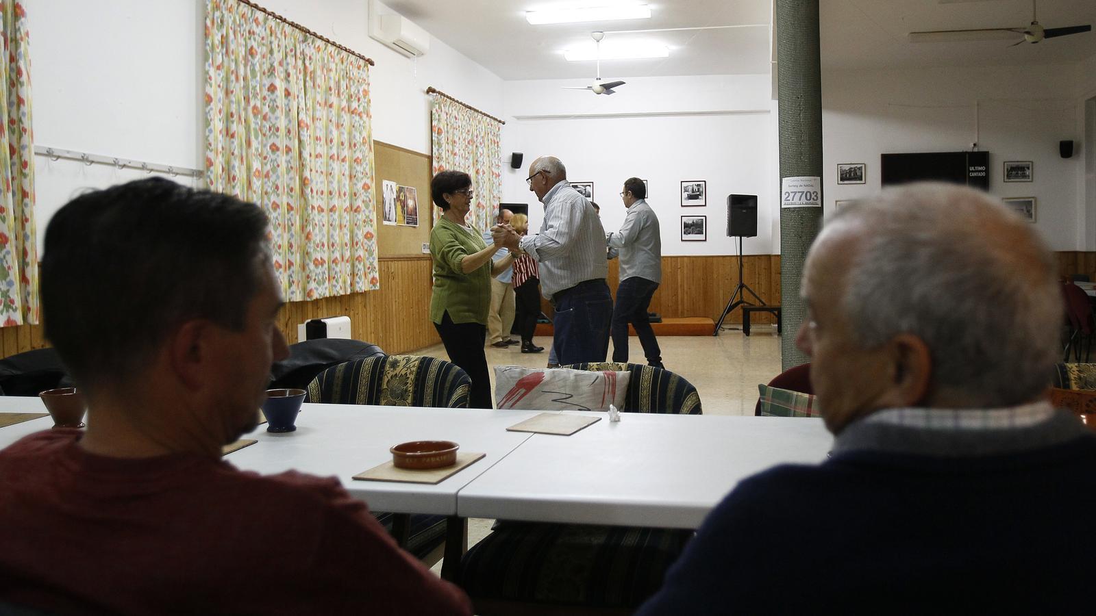 Els clubs de gent gran podran obrir la setmana que ve amb restriccions