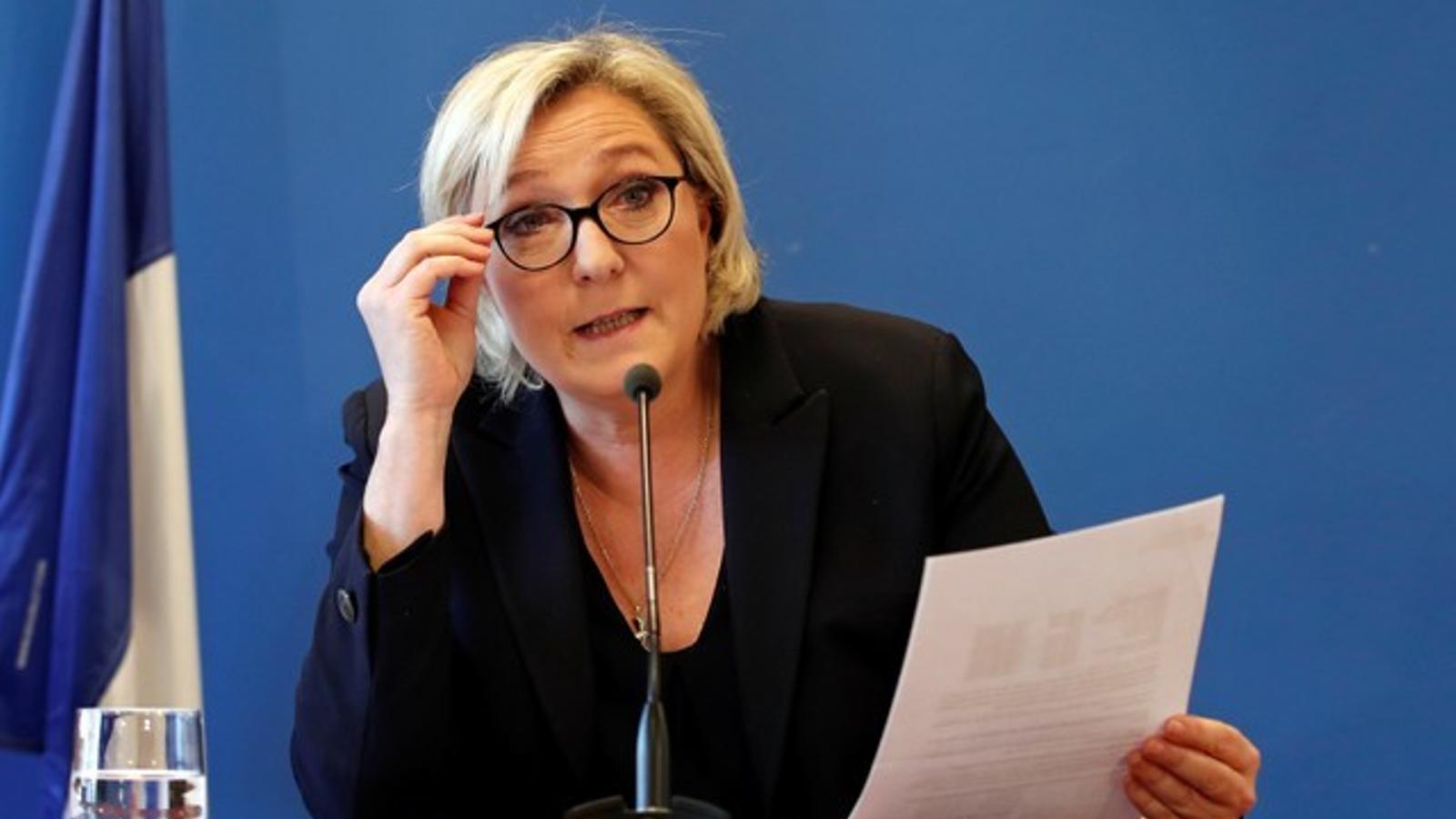 Marine Le Pen, fa una roda de premsa a la seu del Front Nacional de Nanterres.