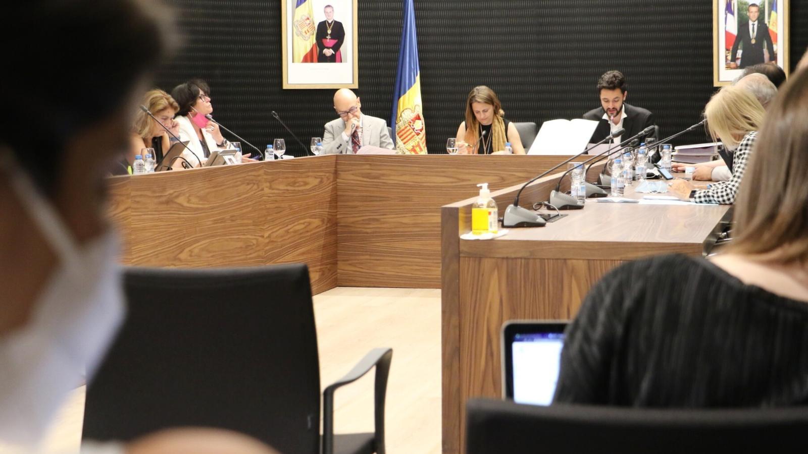 Periodistes seguint la darrera sessió de consell del comú d'Escaldes-Engordany